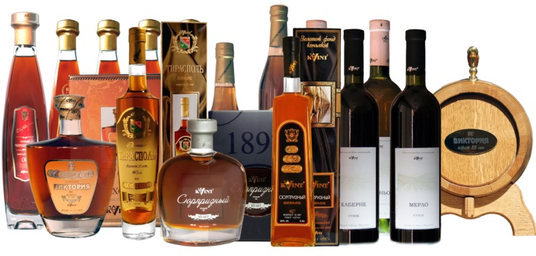 Ассортимент алкогольных изделий на прилавках Красное и Белое