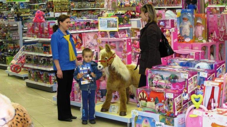 В магазине игрушек