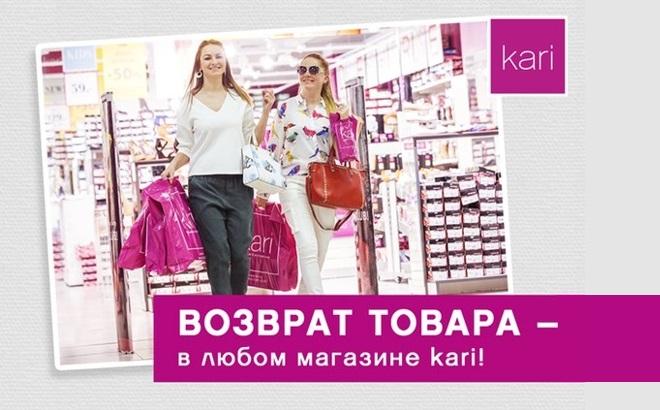 Девушки выходят из магазина